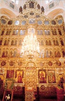 Иконостас Петропавловского собора, уникальное произведение церковного искусства XVIII века.