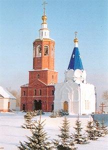 Восстановленная колокольня и Князь-Владимирская церковь